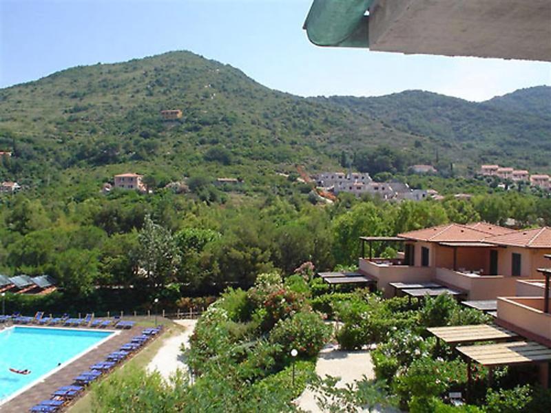 1489076,Cuarto de hotel  con piscina privada en Elba Nisporto, Elba, Italia para 4 personas...