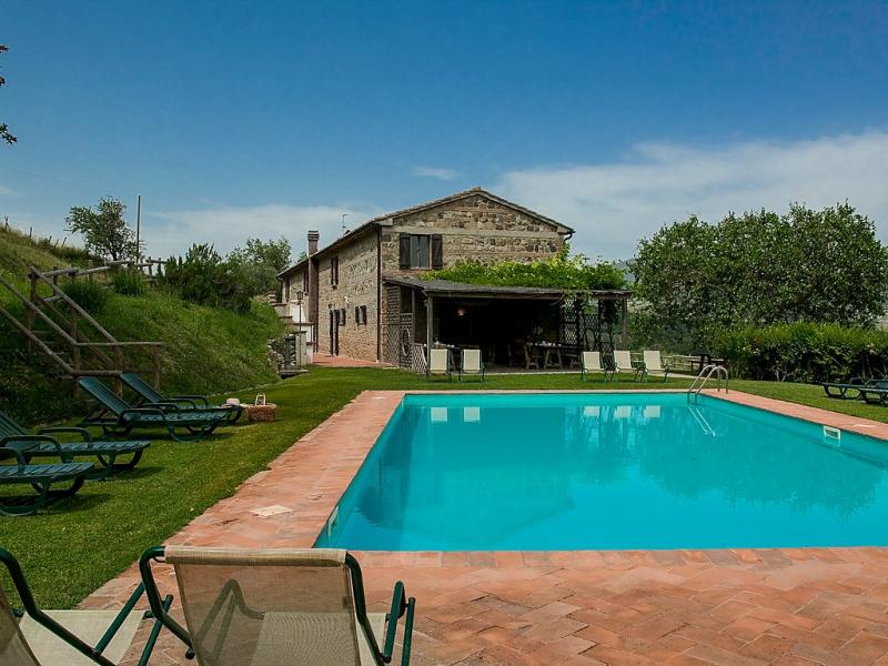 1490949,Casa rural  con piscina privada en Radicofani, en Toscana, Italia para 14 personas...