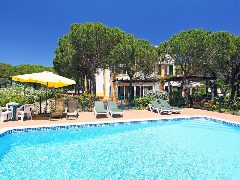 1493291,Casa rural en Monte Gordo, en la Algarve, Portugal  con piscina privada para 9 personas...