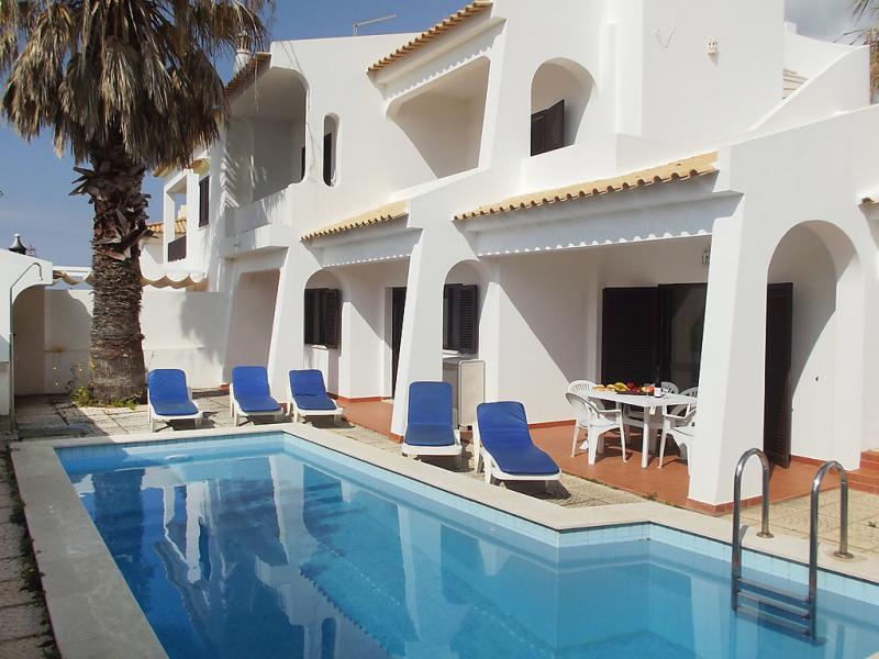 1493559,Casa rural en Albufeira, en la Algarve, Portugal  con piscina privada para 8 personas...