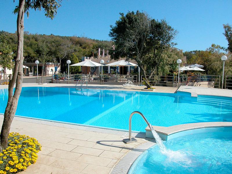 1493904,Casa rural en Castiglioncello, en Toscana, Italia  con piscina privada para 4 personas...