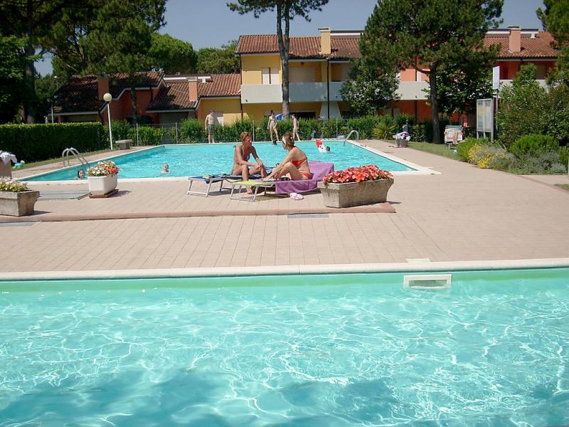 Villaggio nautilus 1494232,Cuarto de hotel en Bibione, Veneto, Italia  con piscina privada para 6 personas...