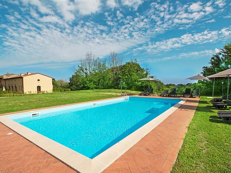 1494979,Apartamento  con piscina privada en Lari, en Toscana, Italia para 6 personas...