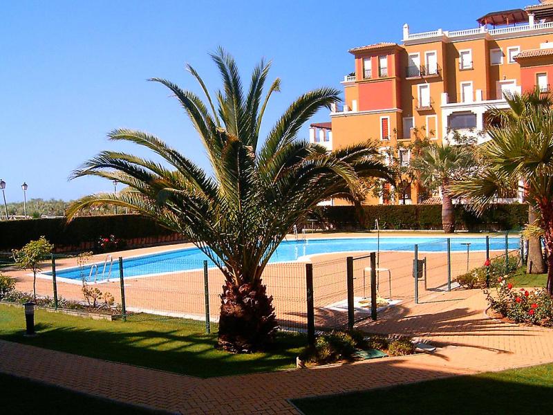 Las dunas 1495255,Cuarto de hotel en Isla Canela, Costa de la Luz, España  con piscina privada para 4 personas...