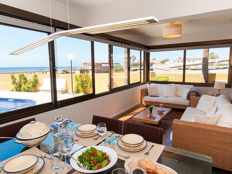 Las burras cn beach front 1495325,Apartamento en Playa del Inglés, Gran Canaria, España  con piscina privada para 4 personas...
