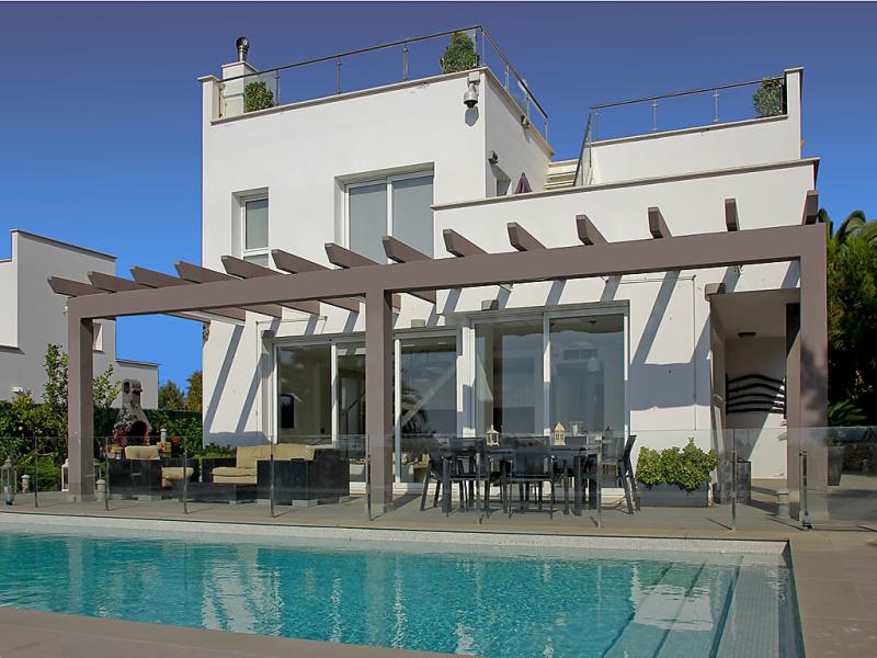 Villa brisas 1495640,Casa rural en Son Bou, Minorca, España  con piscina privada para 9 personas...