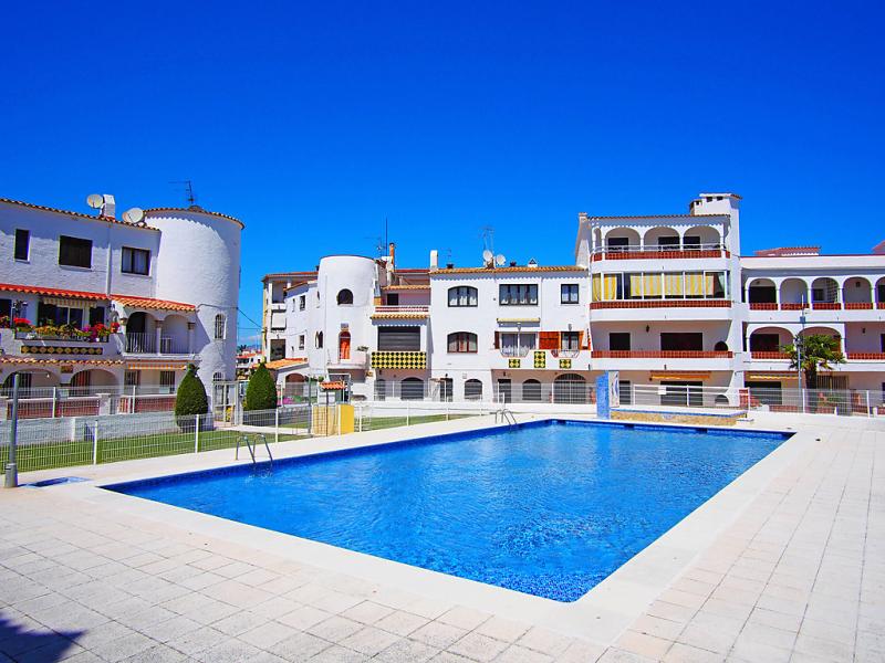 Las chabolas 1495757,Apartamento  con piscina privada en Empuriabrava, en la Costa Brava, España para 4 personas...
