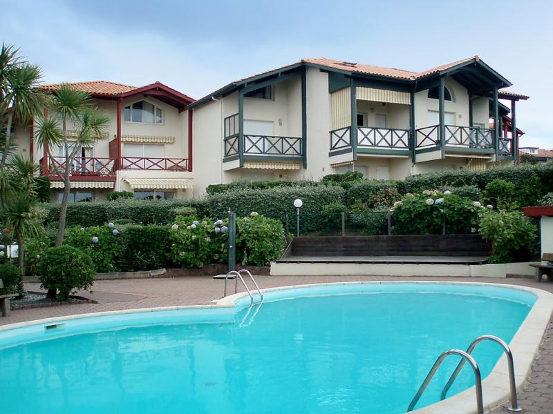 Milady village 1496641,Cuarto de hotel en Biarritz, Aquitaine, Francia  con piscina privada para 4 personas...