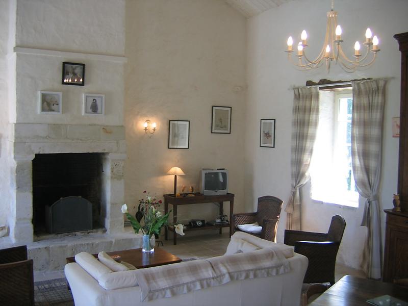 Gte de lorangerie 1496768,Casa rural en Saint Laurent de la Salle, Loire Country, Francia  con piscina privada para 6 personas...