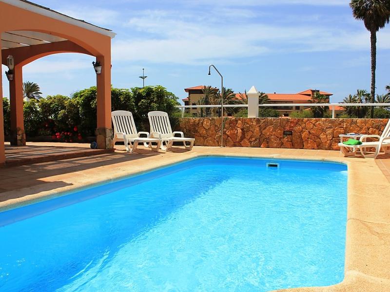 Villa sandra 1496826,Casa rural en Caleta de Fuste Antigua, Fuerteventura, España  con piscina privada para 7 personas...