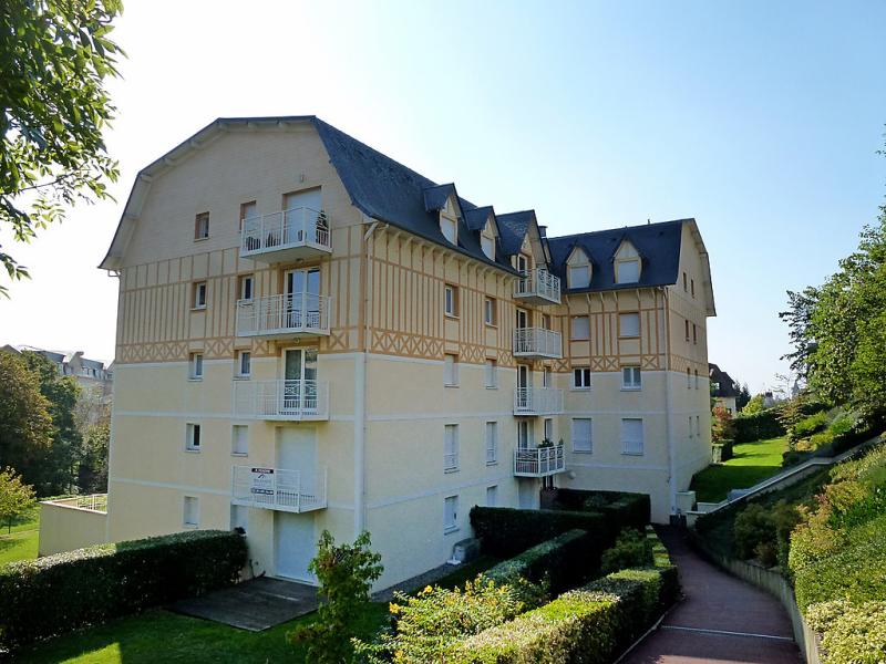Vallon 2 1496838,Cuarto de hotel en Deauville, Calvados, Francia para 4 personas...