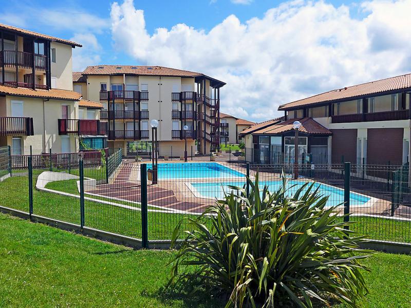 Rsidence rivages 1497242,Cuarto de hotel en Vieux-Boucau, Aquitaine, Francia  con piscina privada para 4 personas...