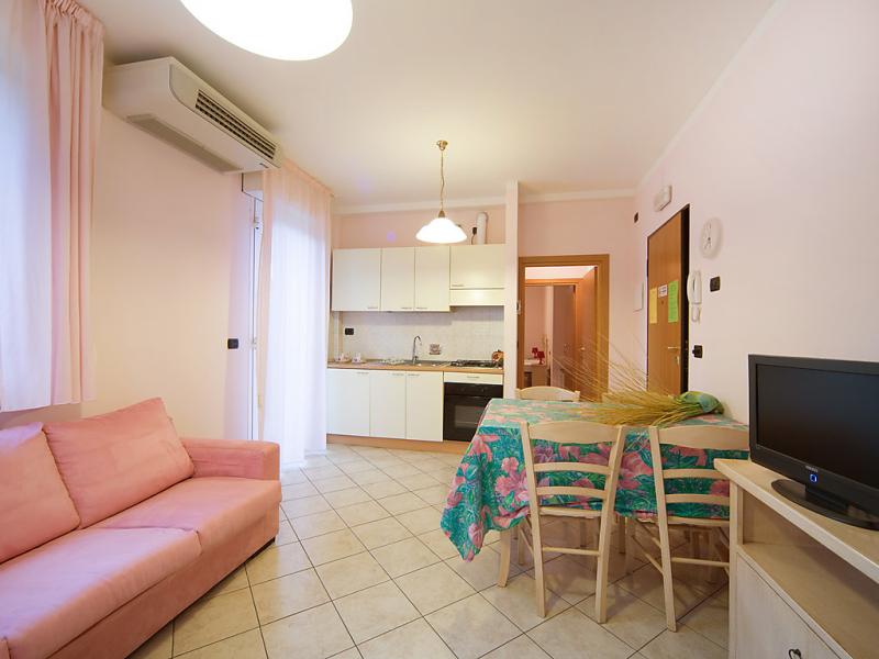 3 1497913,Cuarto de hotel en Torre Pedrera, Emilia-Romagna, Italia para 4 personas...