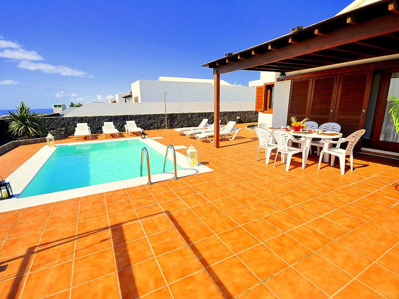 Villas la granja 8 1498210,Casa rural en Playa Blanca, Lanzarote, España  con piscina privada para 6 personas...