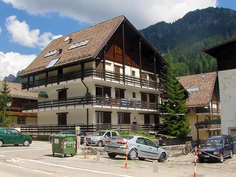 Marmolada 1499810,Cuarto de hotel en Canazei, Trentino-Alto Adige, Italia para 3 personas...