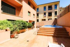 Sant josep 2 1 apartamento en pleno casco antiguo de begur dispone de terraza piscina comunitaria y plaza de aparcamiento