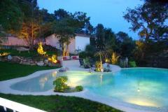 Teoluna casa con piscina en forma de playa dispone de un gran jardin y terrazas situada en begur costa brava