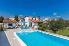 Beautiful holiday house - beach near by, swimming pool, sea view