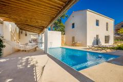Rustic sunny holiday house - terrace with swimming pool, spacious garden, private parking