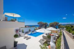 Luxuriöse villa mit pool am strand für 12 personen