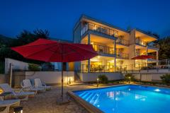 Luxuriös und moderne villa mit pool und meerblick