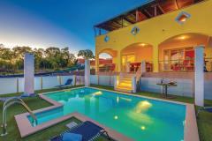 Moderne ferienhaus mit pool für 15 personen