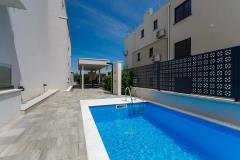 Luxury apartment - barbecue area, beach near by, pool, private parking