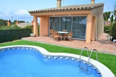 Can pep casa con piscina privada y pequeña vista al mar dispone de aire acondicionado esta situada en begur costa brava