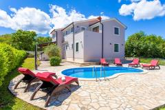 Modern spacious holiday house - heated pool, barbecue, sitting/dinning area, children's playroom