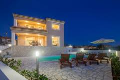 Charismatic luxury holiday house - swimming pool, peaceful surrounding, private yard